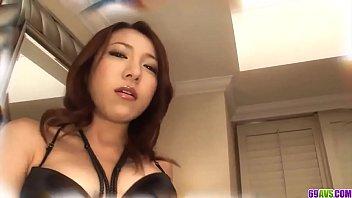 Kanako Tsuchiyo dans une scène de porno en POV
